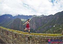 赖奇筠站千年古墙拍照