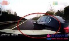 扬州撞MINI轿车的宝马