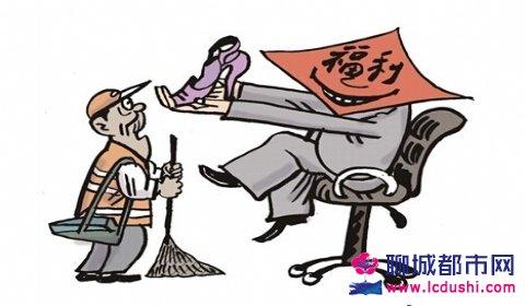 郑州回应环卫工人发高跟鞋当福利,事情真相揭秘调换棉鞋最新消息