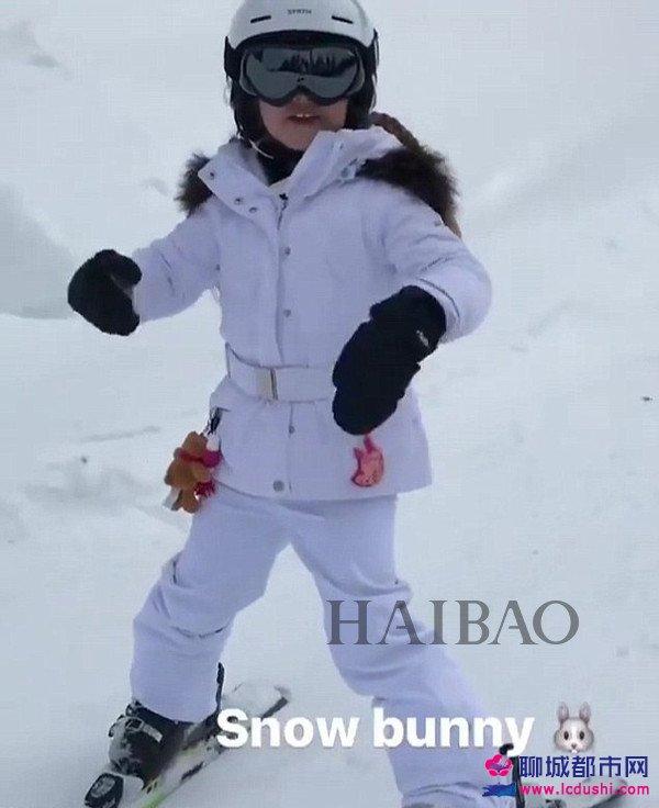 2017年2月19日,大卫·贝克汉姆 (David Beckham) 带着孩子们一起去加拿大滑雪