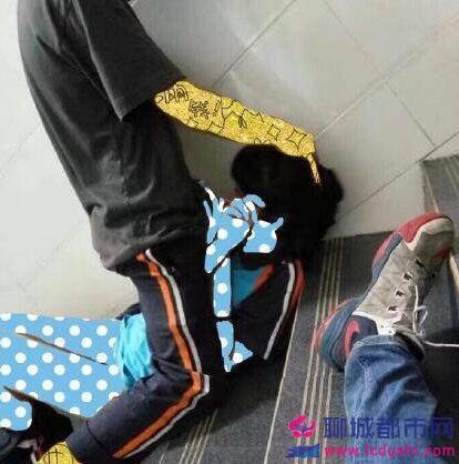 青羊区_成飞中学学生楼梯口大尺度口交啪啪啪不雅照 两名学生资料介绍
